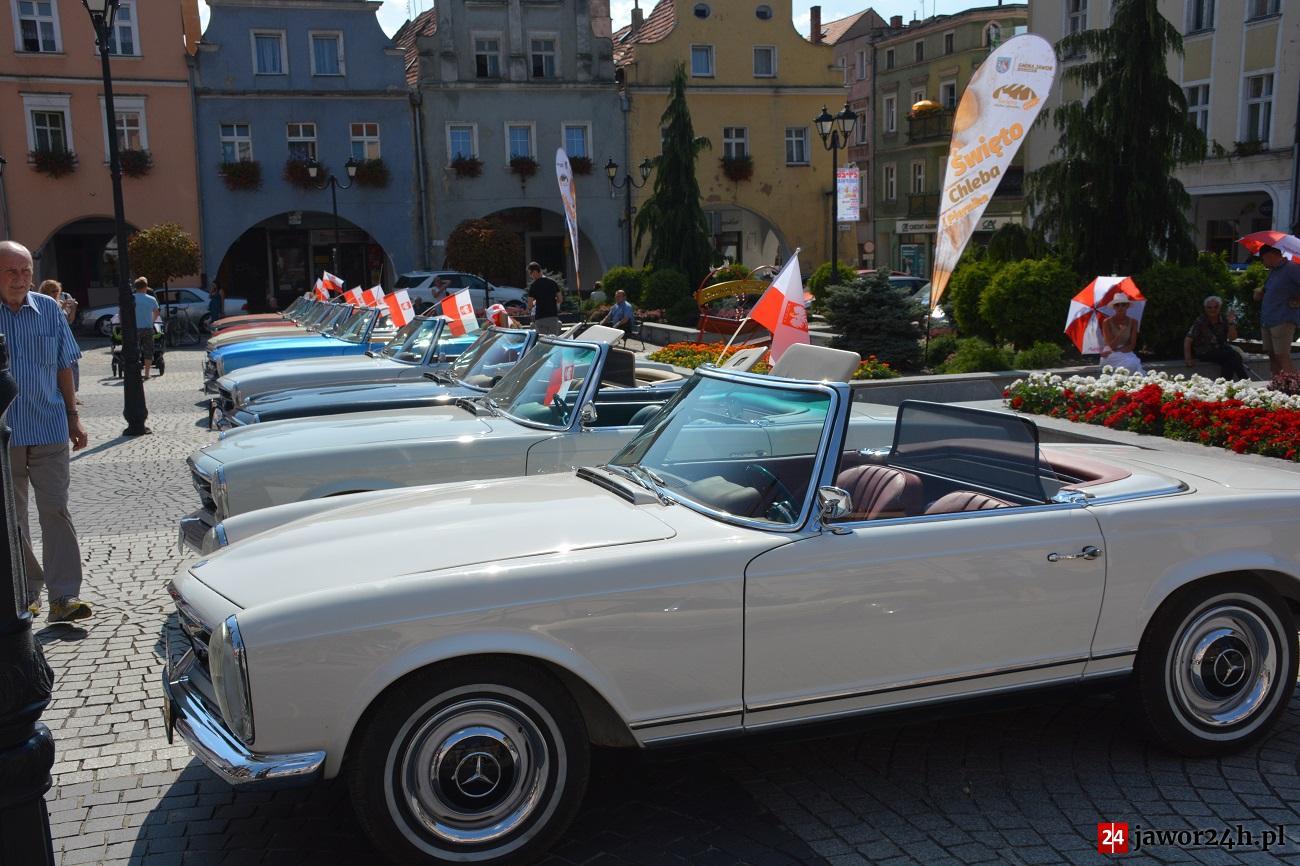 (FOTO) Zabytkowe Mercedesy na jaworskim rynku