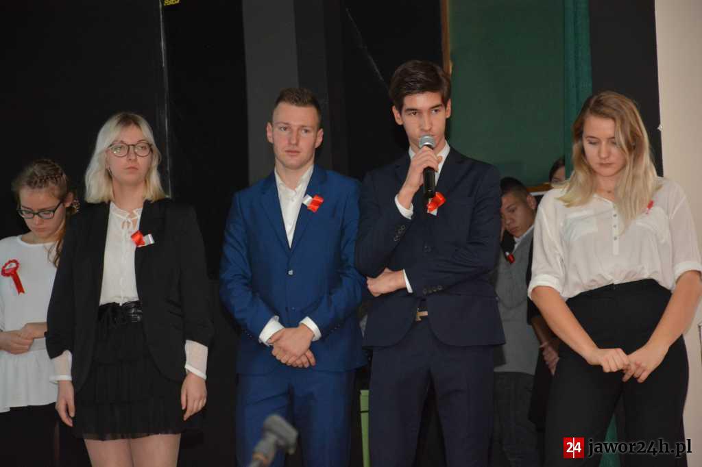 (FOTO) Akademia na 100-lecie Odzyskania Niepodległości w I LO w Jaworze