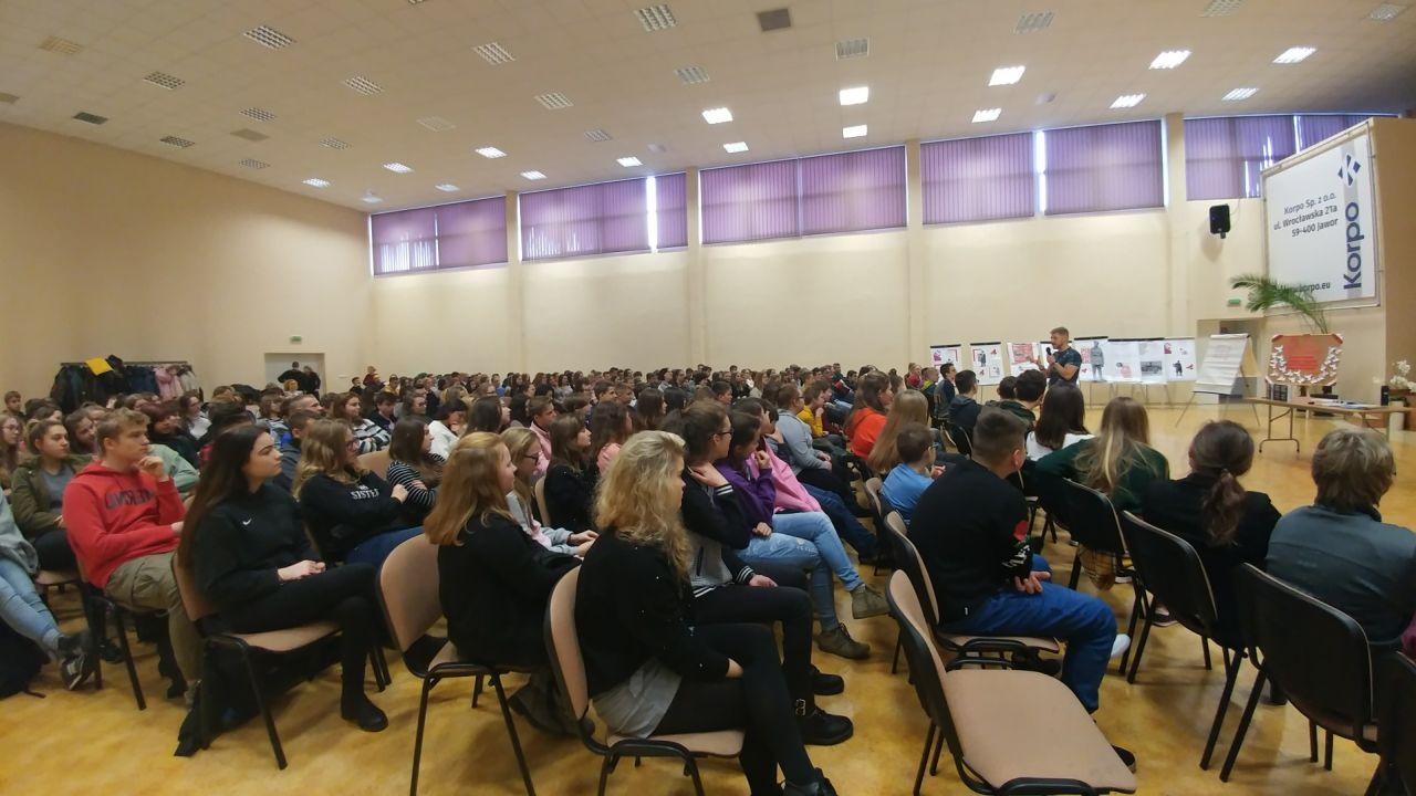 (FOTO) Jawor: Michał Zawadka poprowadził warsztaty dla uczniów