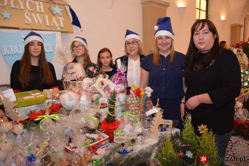 (FOTO) Przedsmak świąt na Kaczawskim Jarmarku Bożonarodzeniowym